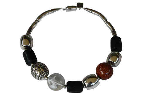 necklace with one silver Pearl 29mm, brown pearls 30mm and black and gold tuns 24x24mm