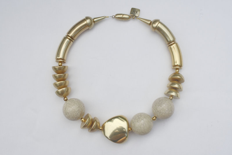 necklace with gold curves 15x34mm, cracked creme porcelain pearls 30mm, gold triangle 36mm and gold half pearls 22mm