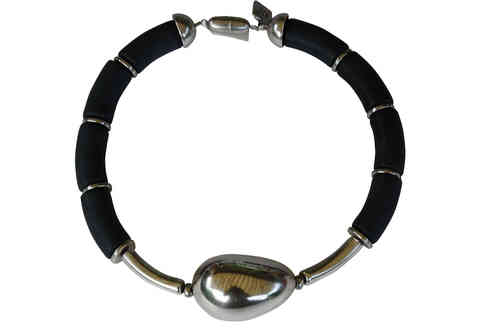 necklace with black curves 15x34mm, small silver curves 8x35mm and silver olive 33x47mm
