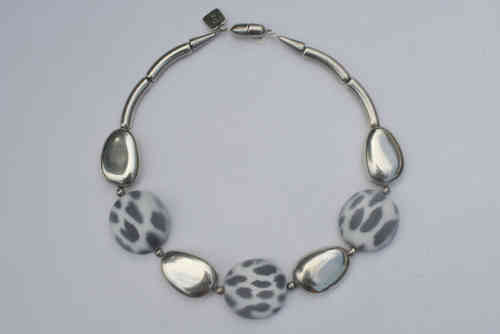 necklace with silver pebbles 22x33mm and grey animalprint 36x38mm