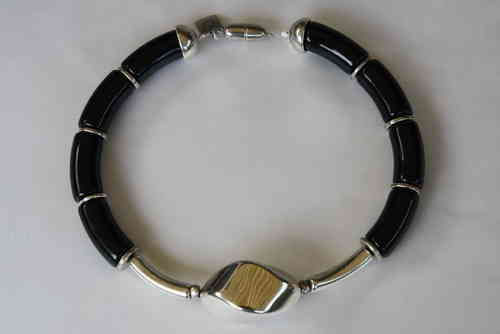 necklace with shiny black curves 15x34mm, small silver curves 8x35mm and silver nut 34x46mm