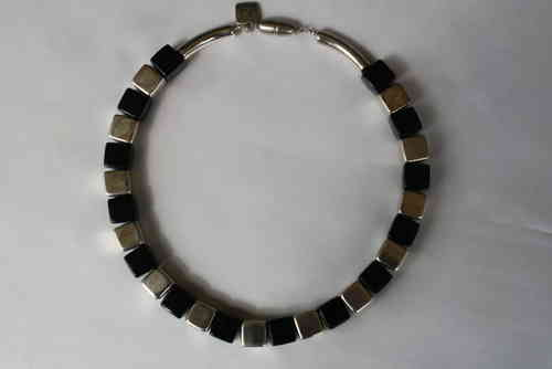 necklace with  silver and black shiny cubes 14mm