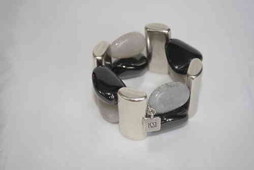 bracelett Ø60mm with silver plates 48x22mm, onyx stones 21x30mm and cracked light grey porcelain pebbles 22x33mm